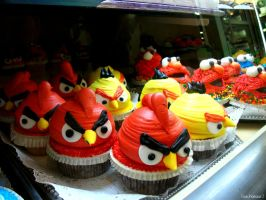 Angry Birds Cupcakes by sachasaur