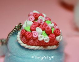Vday heartshaped pendant cake by tinkypinky