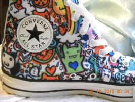 My newer converse by Chesters-iffy-artxD