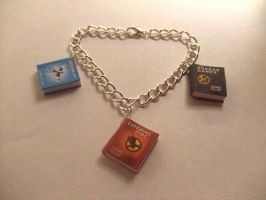 Hunger Games bracelet by manditaaknfv