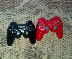 More PS3 mini controller necklaces by PiroDragon