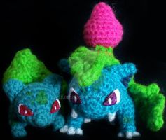 Bulbasaur and Ivysaur Amigurumis by LilDezzi