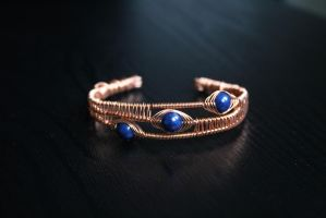 Copper cuff bracelet with Lapis Lazuli beads by Linuziux