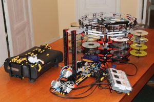 Automatic Lego X-Box 360 Disk Changer by Brutechieftan