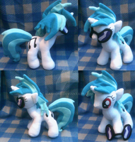 Vinyl Scratch/ DJ Pon3 Plush 2 by kiashone