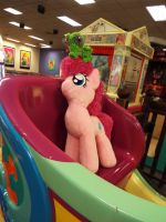 (MLP)Pinkie and Gummy on a Horse Ride! by KrazyKari