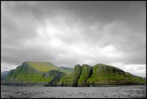 Faroe islands from sea by eswendel