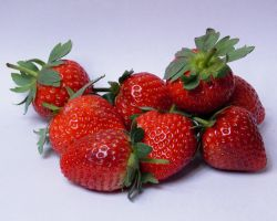 fresh strawbs by Satorstar