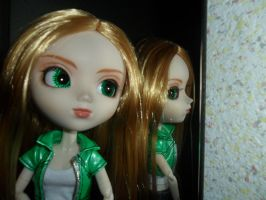 Pullip mai front of a mirror by loekie3