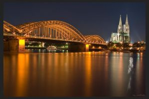 Cologne Cathedral at night by oetzy