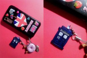 TARDIS phonestrap by freedomheart