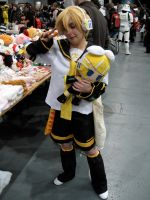 Len and his Rin plushie by ZeroKing2015