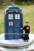 The Tardis Cake by peeka85