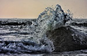 Waves Come Crashing In by belladivine