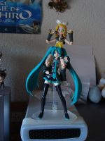 Vocaloid Sisters by Luffink