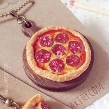 Whole Pepperoni Pizza Necklace by BadgersBakery