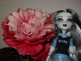 frankie and flower by Chenae00