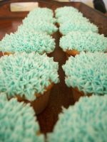 Peacock Cupcakes by CellasCakes