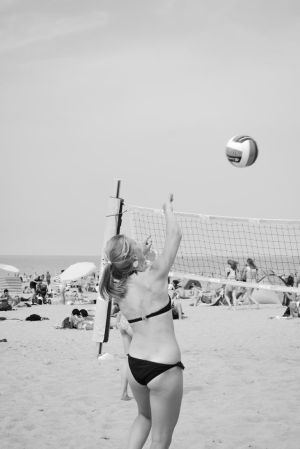 beach vollyball in the Summer by ponyfleute
