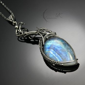 VALQUILTIEER - silver and moonstone by LUNARIEEN