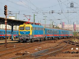 432 258 with a passenger train in Budapest by morpheus880223