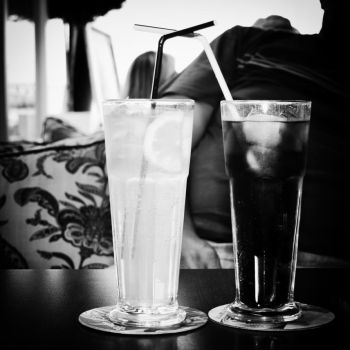 black and white by absinthFenix