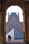Lovers at Louvre. by MarioGuti