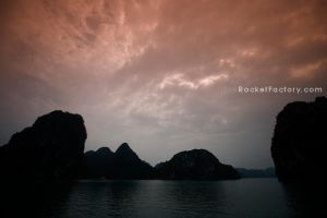Ha Long Bay by frankrizzo