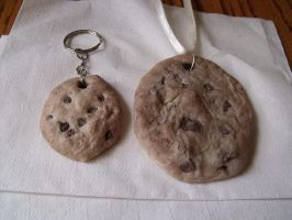Chocolate chip cookie keychain and Necklace by Mypuppystar