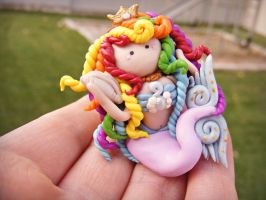 listening to the sea figurine by HopieNoelle