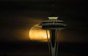 Moon over Seattle by RayRobinson
