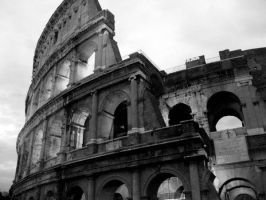 Colosseo by BrokenBallade