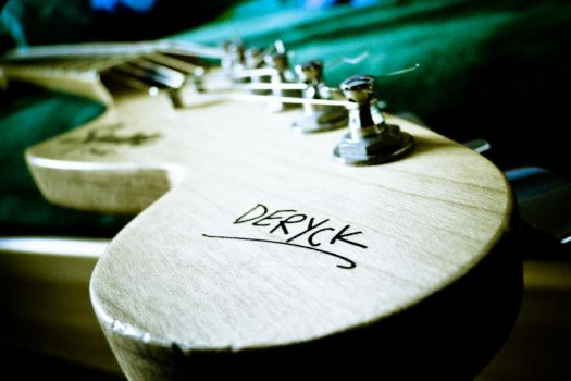 Deryck's signature guitar by GameEs