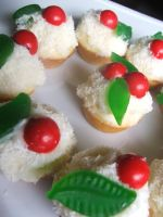 Mini Christmas Cupcakes by MaverickMae