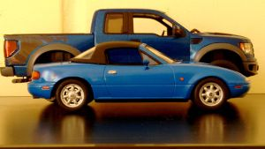Mazda miata vs Ford F150 raptor 1/24 and 1/25 by And300ZX