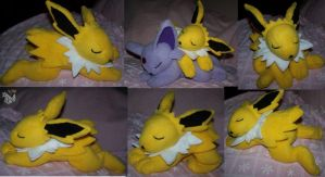 Sleeping Jolteon plush by YutakaYumi