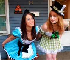 Alice and the Hatter. by AmberxXAgony