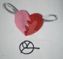 Half-hearts keyholder by 402ShionS3