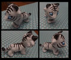 Baby white tiger by Snowymouse
