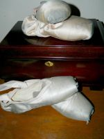 Pointe Shoes by SirenSeaQueen