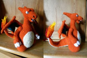 Charizard by pollylobster