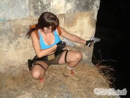 Lara Croft - Crouch with guns by Val-Raiseth