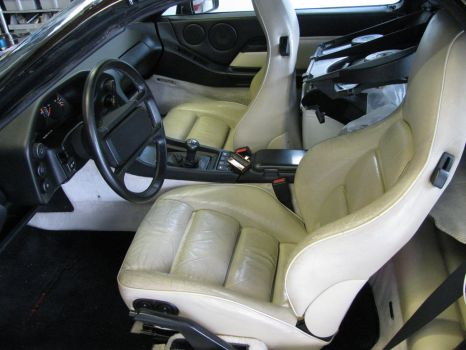 Black Porsche 928 cream interior by AkizuRyuuri