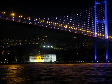 Istanbul by night by CiaSalonica