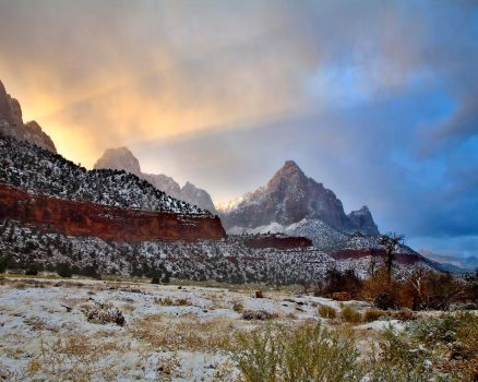 The Watchman at Dawn - zion by themobius