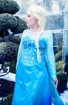 Elsa - A Kingdom of Isolation by Nyxiie