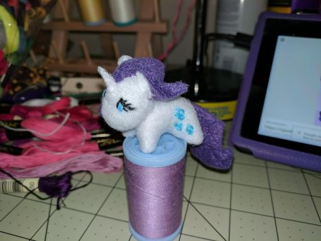Tiny Seamstress, side view by TinyEquine