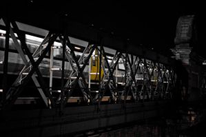 Train over Thames by GlueR