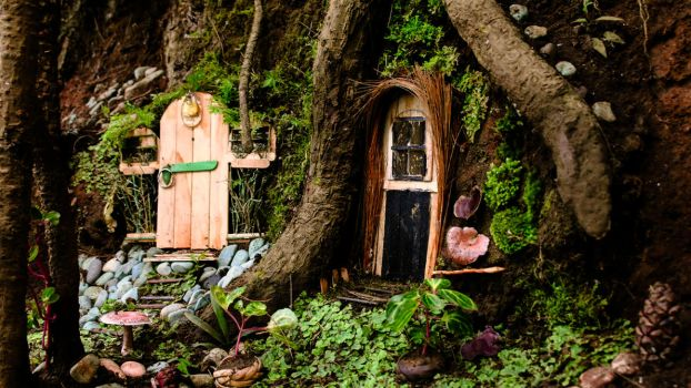Little Houses of Elves by dheeethalexandra