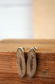 Silver stud earrings with reindeer horn by VivianVandeviere